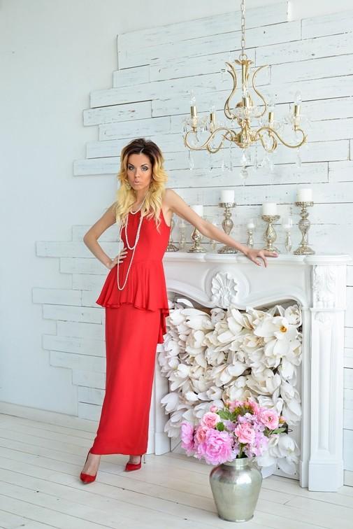 Роскошное красное платье с баской