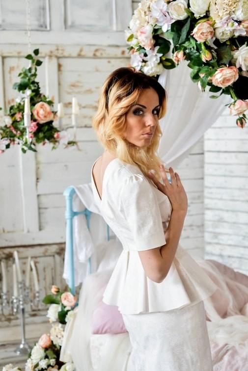 Цветочное платье из жаккарда с баской